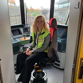 Malena är testledare i projekt med nya tunnelbanetåg